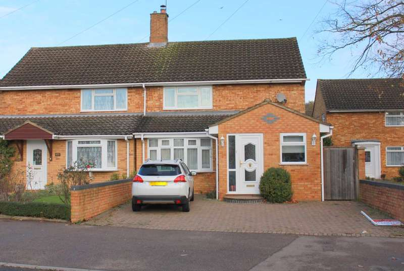 3 Bedrooms Semi Detached House for sale in SPACIOUS and WELL PRESENTED 3 BED SEMI DETACHED with DOWNSTAIRS WET ROOM in HP1.