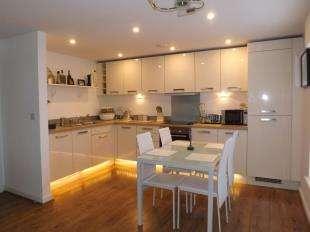 2 Bedrooms Flat for sale in Manley Boulevard, Snodland, Kent