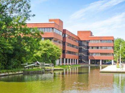 1 Bedroom Flat for sale in Kingfisher House, Walton Street, Aylesbury, Bucks