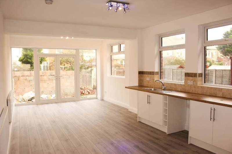 4 Bedrooms House for sale in Cornwall Avenue, Bispham, Blackpool, Lancashire, FY2 9QW