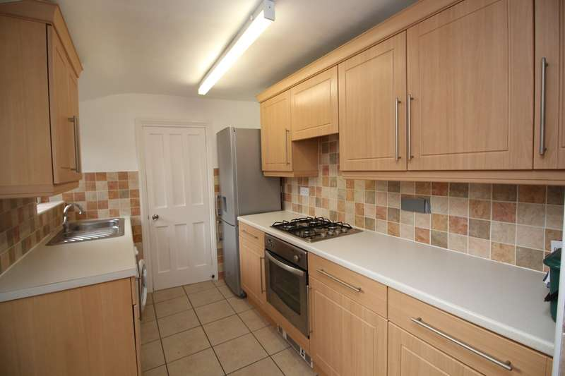 2 Bedrooms Terraced House for rent in Highbury Road, Hitchin, SG4