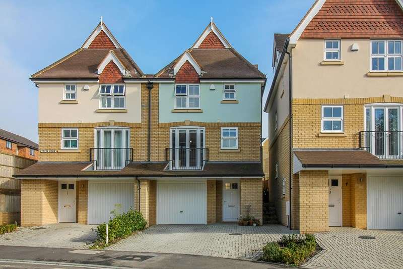 4 Bedrooms Semi Detached House for sale in Freya Mews, Liss