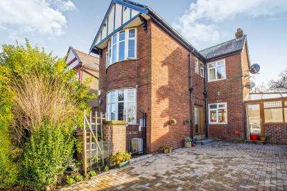 4 Bedrooms Detached House for sale in Grove Road, Walton-Le-Dale, Preston, Lancashire