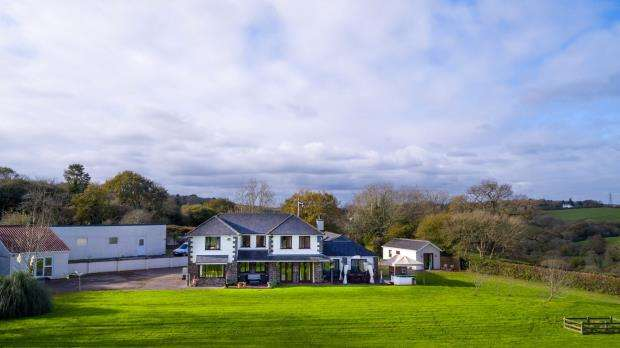 5 Bedrooms Detached House for sale in Burr Hill, Carkeel, Saltash, Cornwall