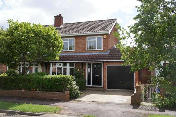 3 Bedrooms Semi Detached House for sale in Beauchamp Road, Wootton