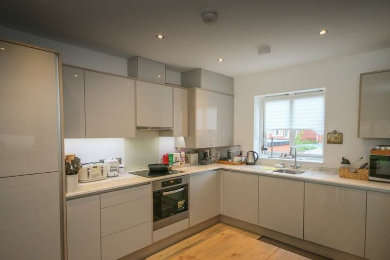 4 Bedrooms Town House for sale in Chancellor Drive, Camberley, Surrey, GU16