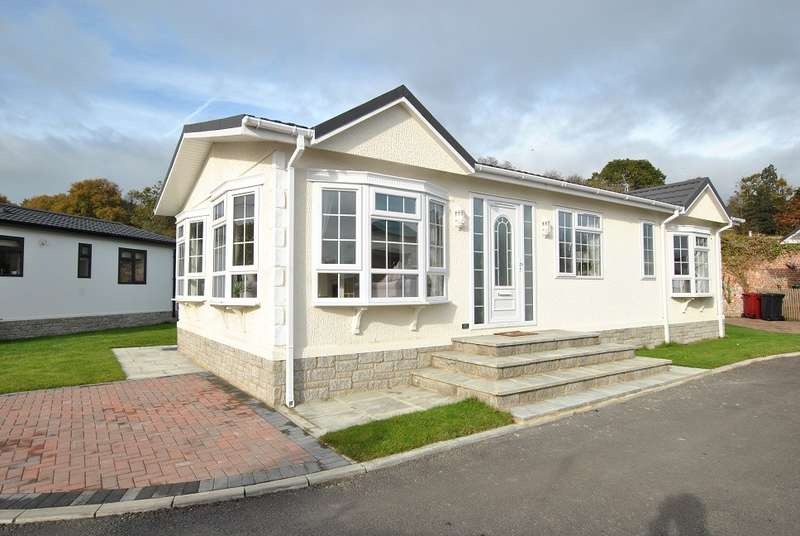 2 Bedrooms House for sale in Emmer Green