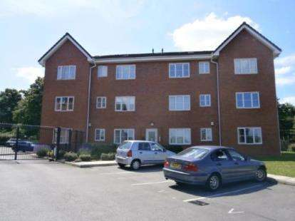 2 Bedrooms Flat for sale in Gipsey Moth Close, Timperley, Altrincham, Greater Manchester
