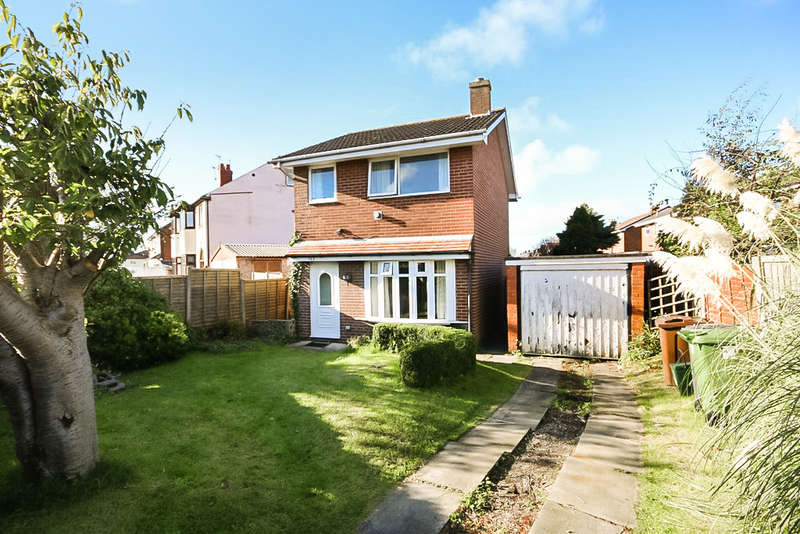3 Bedrooms Detached House for sale in Haig Avenue, Southport