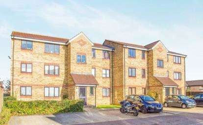 2 Bedrooms Flat for sale in Thanet House, Explorer Drive, Watford, Hertfordshire
