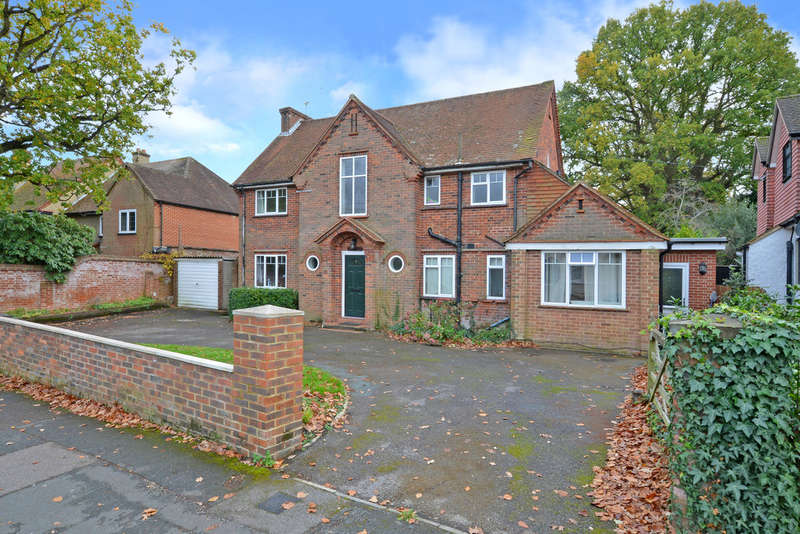 6 Bedrooms Detached House for rent in Southwell Park Road, Camberley