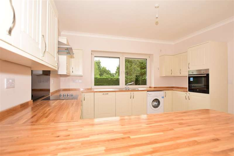 3 Bedrooms Bungalow for sale in Ashford Road, Newingreen, Hythe, Kent