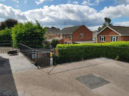 2 Bedrooms Flat for sale in Botley Road, Fair Oak, Hampshire