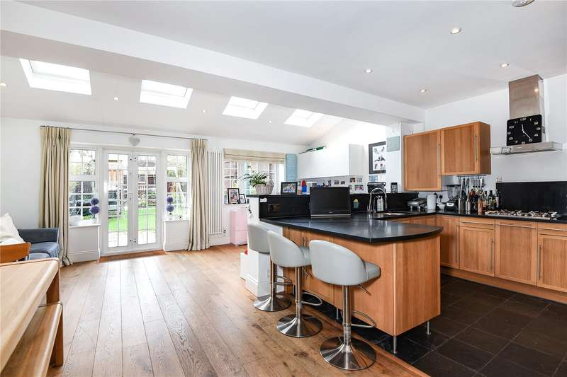 4 Bedrooms Semi Detached House for sale in Rayners Lane, Pinner, Middlesex, HA5