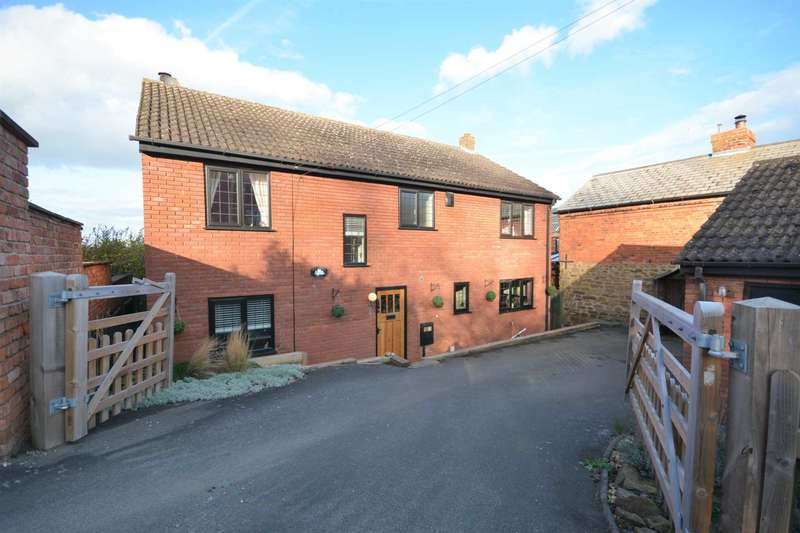 4 Bedrooms Detached House for sale in Southam Road, Napton