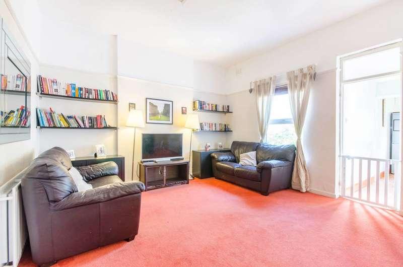 2 Bedrooms Flat for sale in Eastdown Park, Lewisham, SE13