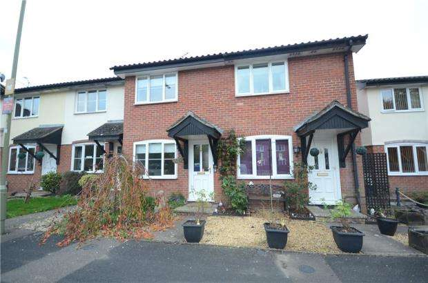 2 Bedrooms Terraced House for sale in Nightingale Close, Farnborough, Hampshire