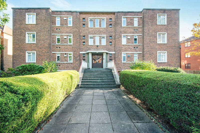 2 Bedrooms Flat for sale in Queens Court Hill Lane, Southampton, SO15