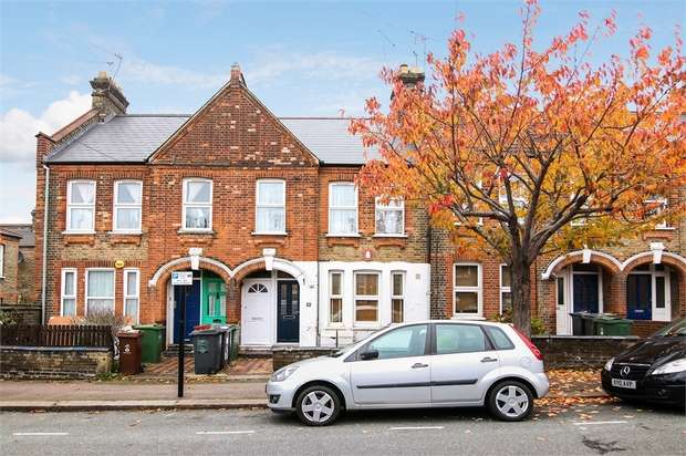 2 Bedrooms Flat for sale in Sybourn Street, Walthamtow, London