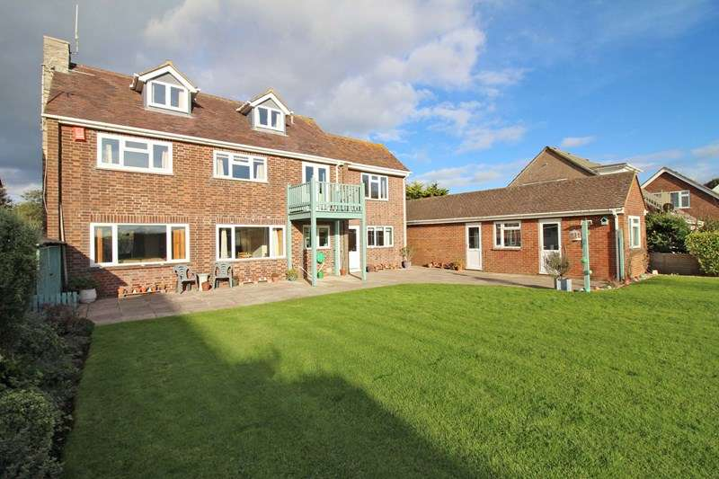 4 Bedrooms Detached House for sale in Victoria Road, Milford On Sea, Lymington