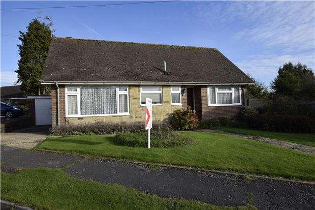 2 Bedrooms Detached Bungalow for sale in Derwent Close, HAILSHAM, East Sussex, BN27 3DA