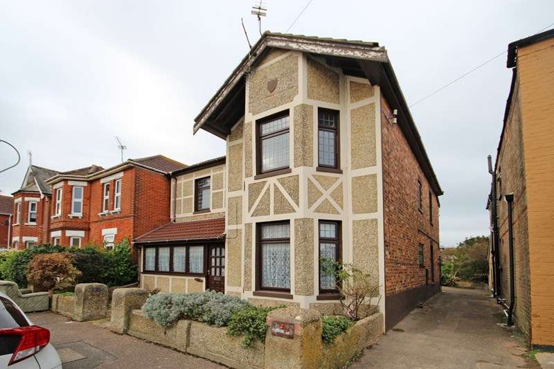 5 Bedrooms Detached House for sale in Haviland Road East, Bournemouth