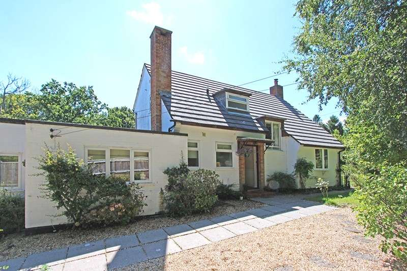 4 Bedrooms Detached House for sale in Broadmead, Sway, Lymington