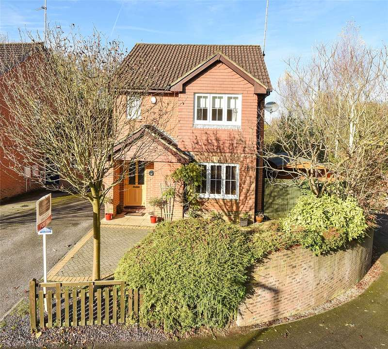 3 Bedrooms Link Detached House for sale in Barrington Drive, Harefield, Uxbridge, Middlesex, UB9