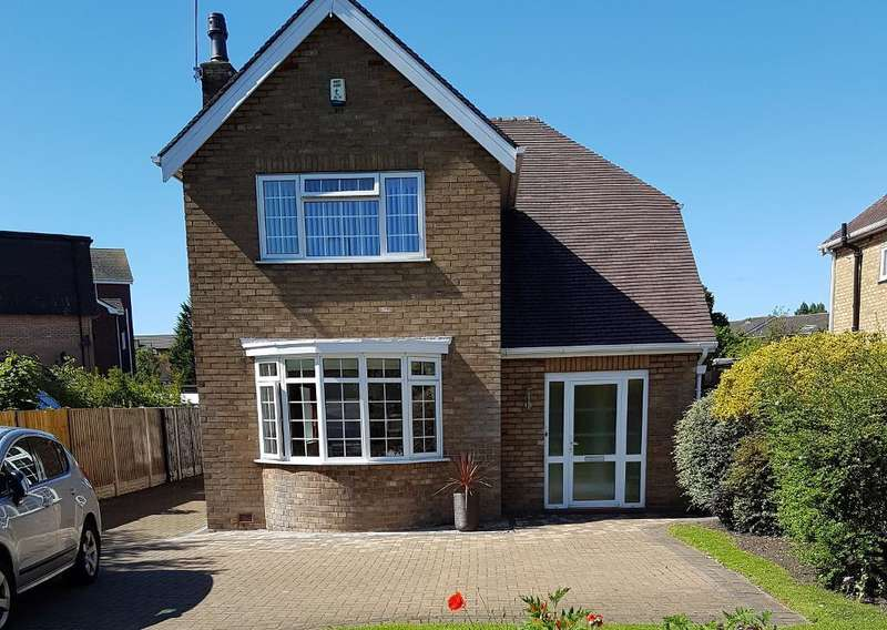 3 Bedrooms House for sale in Park Avenue, Hesketh Park, Southport, PR9 9EF