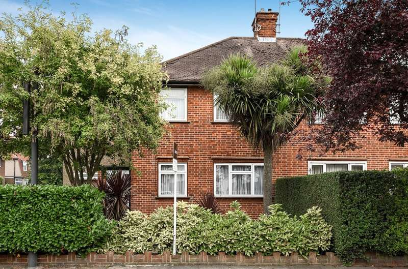 4 Bedrooms Semi Detached House for sale in Eastern Avenue, Pinner
