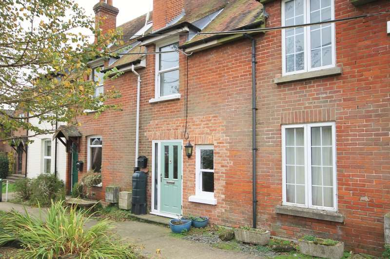 3 Bedrooms Terraced House for sale in Totland, Isle of Wight
