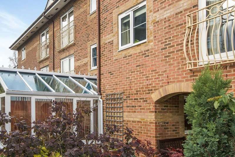 1 Bedroom Flat for sale in Tower Street, Taunton, TA1