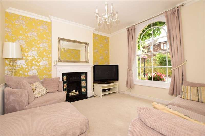 3 Bedrooms Semi Detached House for sale in Knockhall Road, Greenhithe, Kent