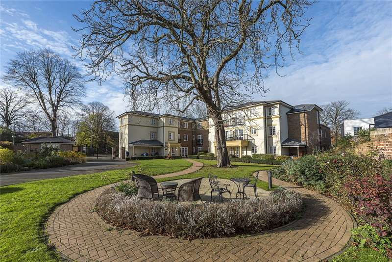 1 Bedroom Flat for sale in Gifford Lodge, 25 Popes Avenue, Twickenham Green, TW2