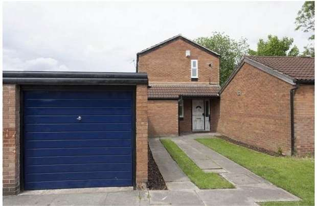 3 Bedrooms Detached House for sale in Calbourne Crescent, Manchester