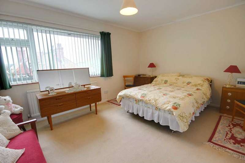 2 Bedrooms Apartment Flat for sale in Cuckmere Court, Sutton Park Road, Seaford