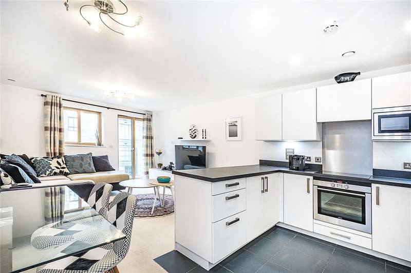 2 Bedrooms Flat for sale in Queen Marys House, 1 Holford Way, London, SW15