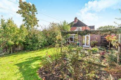 4 Bedrooms Semi Detached House for sale in Newland Crescent, Rushwick, Worcester, Worcestershire