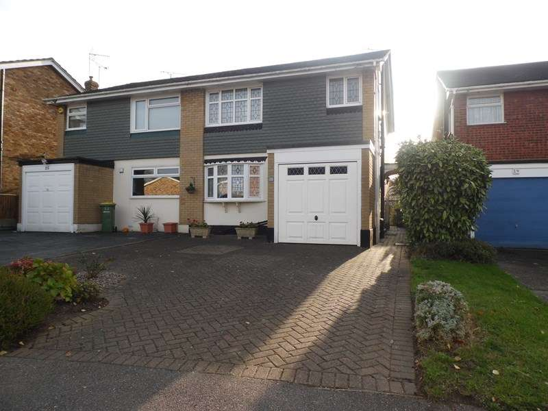 3 Bedrooms Semi Detached House for sale in Glebe Drive, Rayleigh