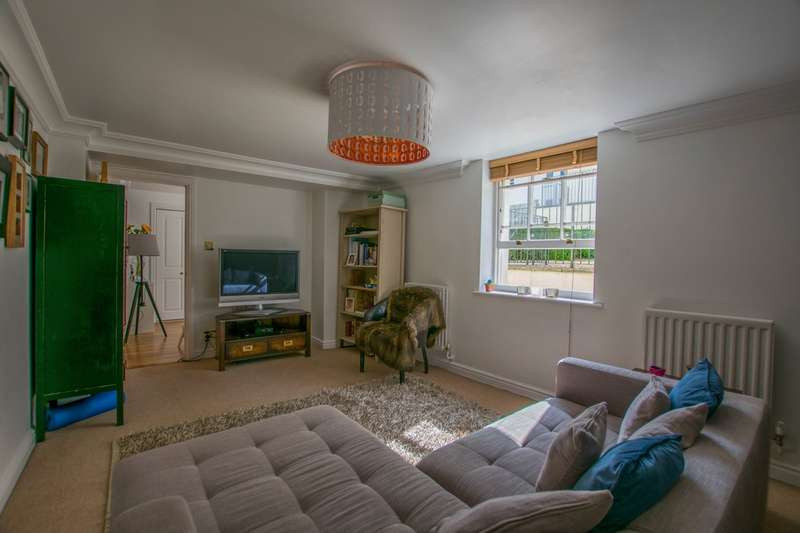 2 Bedrooms Flat for sale in Cambray Place, Cheltenham, GL50 1JN