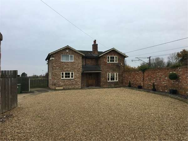 3 Bedrooms Detached House for sale in North Road, North Muskham, Newark, Nottinghamshire