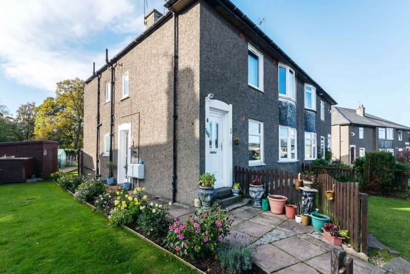 3 Bedrooms Villa House for sale in Colinton Mains Road, Edinburgh, EH13 9DB