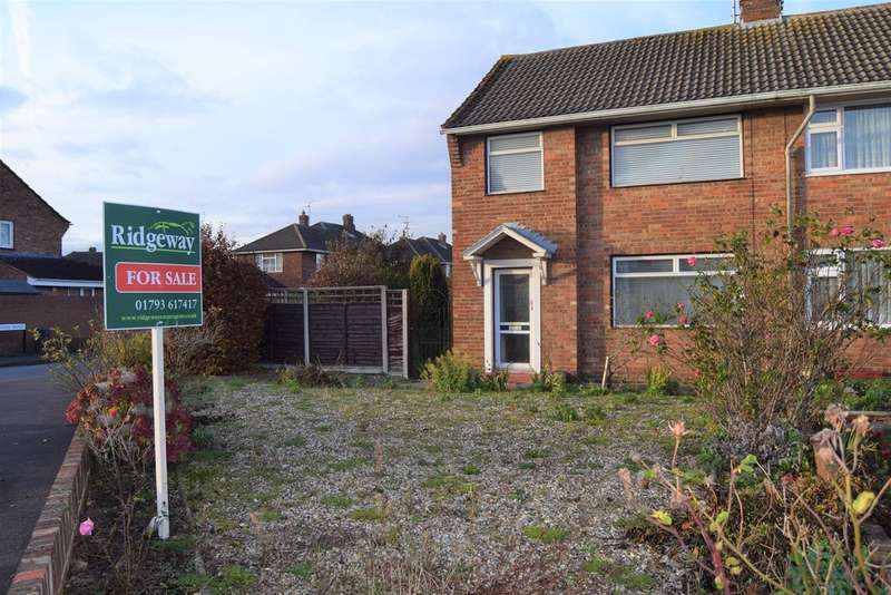 3 Bedrooms Semi Detached House for sale in Grange Drive, Stratton St. Margaret