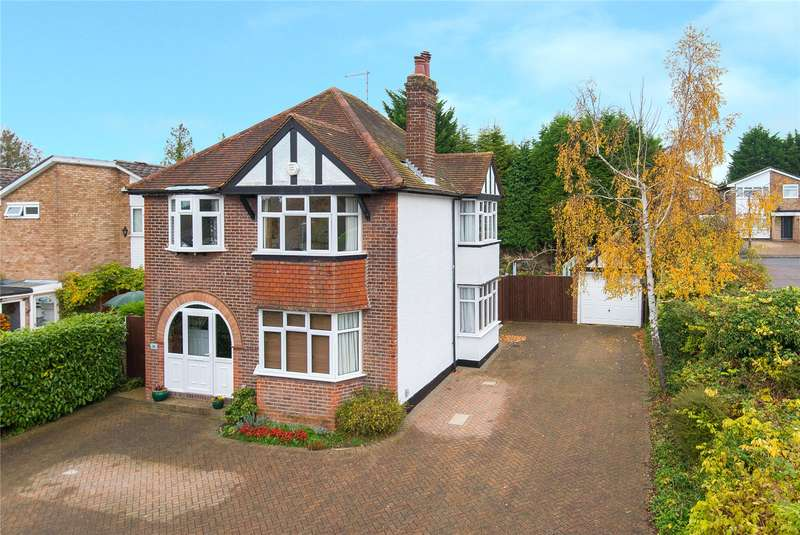 3 Bedrooms Detached House for sale in Chiltern Avenue, Bushey, WD23