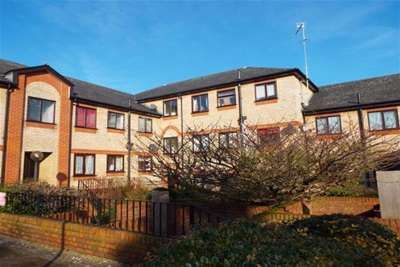 2 Bedrooms Flat for rent in Sheringham Court, Stowmarket