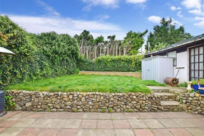 2 Bedrooms Bungalow for sale in Rochester Road, Halling, Rochester, Kent