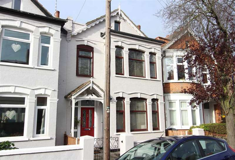 3 Bedrooms Terraced House for sale in Westcliff on Sea