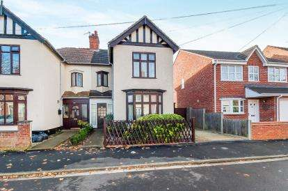 3 Bedrooms Semi Detached House for sale in Alexandra Road, Millfield, Peterborough, Cambridgeshire