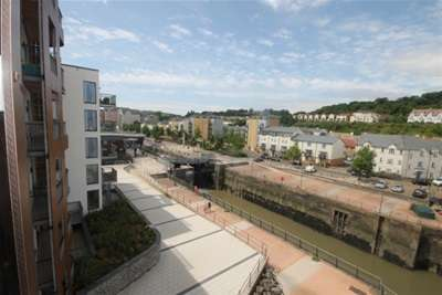 3 Bedrooms Flat for rent in Newfoundland Way, Portishead
