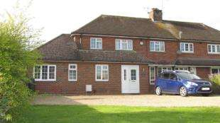 4 Bedrooms Semi Detached House for sale in Copsleigh Way, Redhill, Surrey